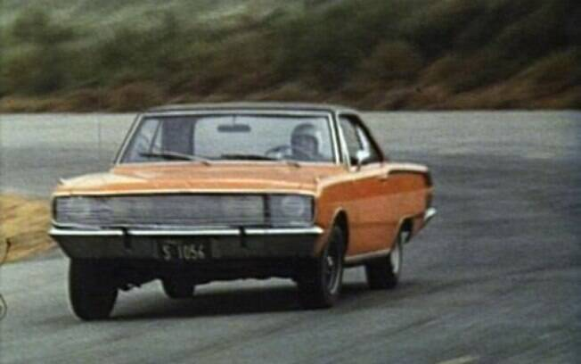 Roberto Carlos acelera sem dó o Dodge  Charger R/T de 1971, no filme que leva seu nome