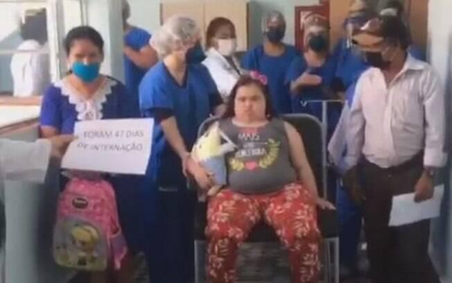 Jovem de 20 anos e portadora de Síndrome de Down recebe alta após 40 dias internada por Covid-19