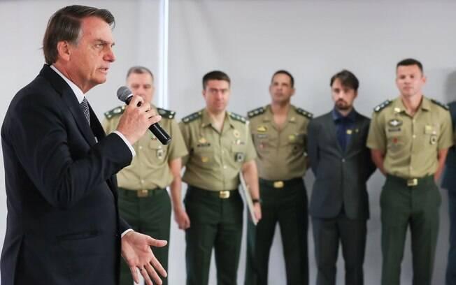 Bolsonaro em discurso no Dia do Soldado