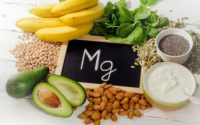 Sais minerais essenciais: o magnésio pode ser encontrado facilmente em alimentos como frutas, legumes, verduras etc.