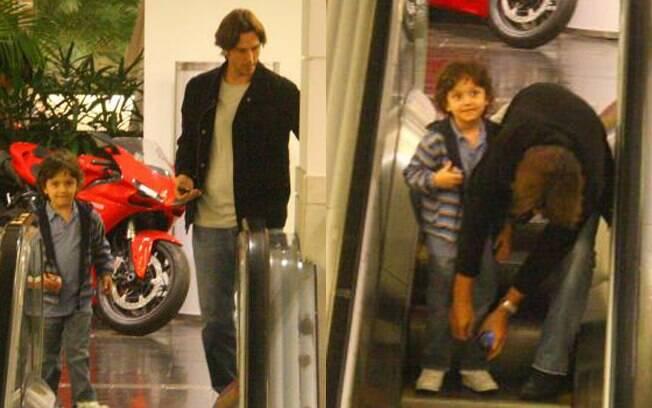 Vladmir Britcha passeia com o filho Vicente, no Rio de Janeiro
