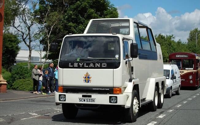 O Papa andou até de caminhão, com esse papamóvel feito pela inglesa Leyland que pesava 24 toneladas.