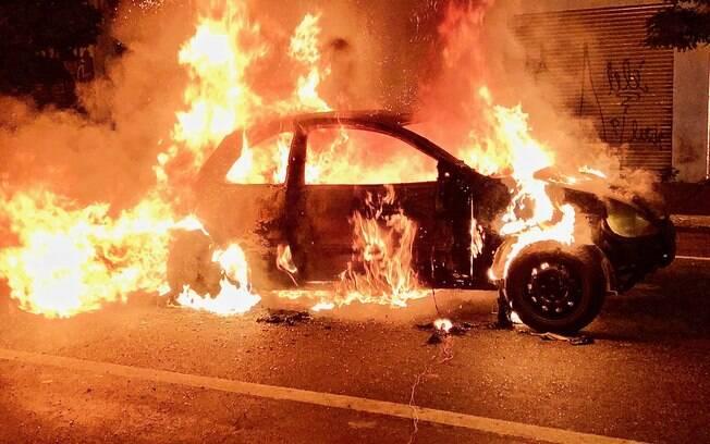 Os criminosos colocaram uma bomba e dois galões de óleo diesel dentro de um carro. Quando a ROTA chegou, eles detonaram o artefato por controle remoto. O resultado foi uma enorme explosão seguida por um grande incêndio