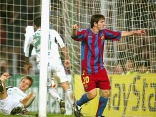 Lionel Messi tinha cabelos grandes, mas mudou pouco
