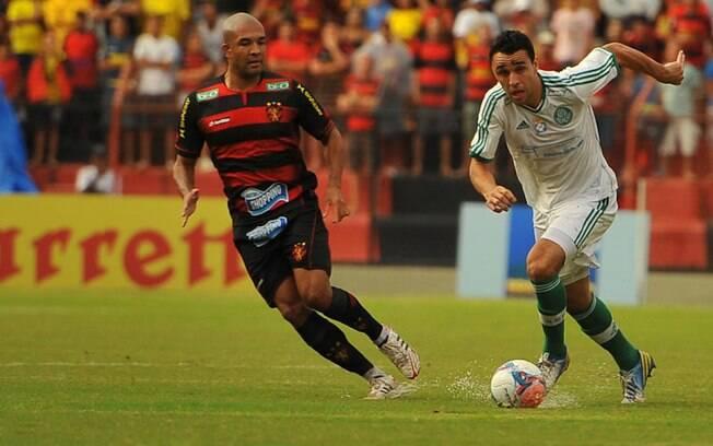 Sob chuva, Palmeiras perdeu para o Sport por  1 a 0 na quinta rodada, com gol polêmico