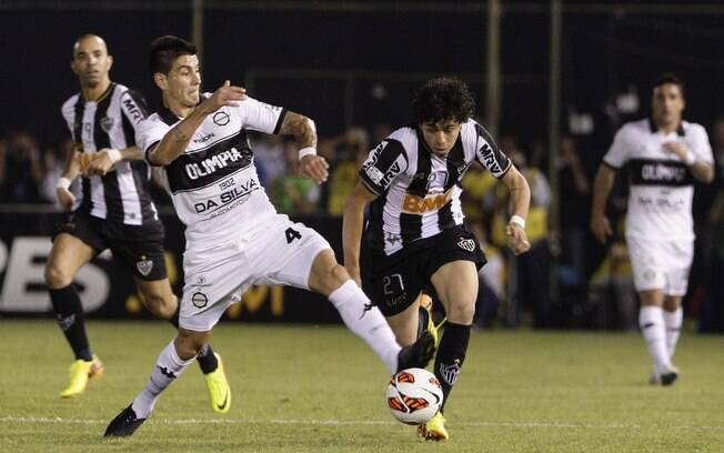 Luan sofre falta de Matías Jimenez no  primeiro jogo da final