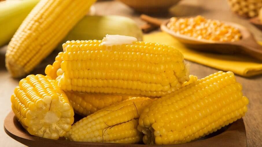 O milho com manteiga é um clássico da festa junina