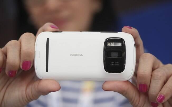Com câmera que fotografa com 38 megapixels, Nokia 808 Pureview foi um dos destaques do Mobile World Congress