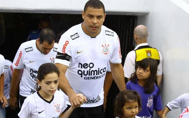 Em 2008, Ronaldo treinou e fez juras de amor ao Flamengo, mas acertou com o Corinthians, provocando a ira dos rubro-negros. Foto: Gazeta Press