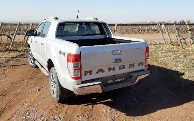 O facelift mostra que a Ranger não esperará a chegada de 2022. Por isso, trouxe mudanças visuais e um reposicionamento