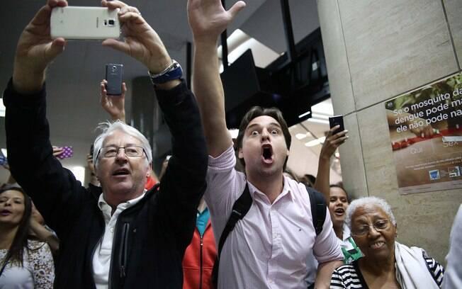 Houve muita gritaria e confusão no aeroporto, local onde o ex-presidente está prestando depoimento. Foto: Renato S. Cerqueira/Futura Press - 04.03.16