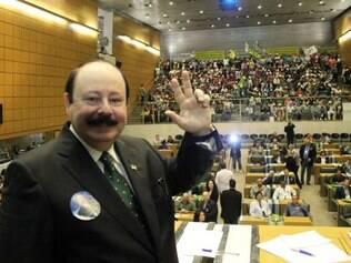 OAB quer cassação de candidatura de Levy Fidelix por homofobia