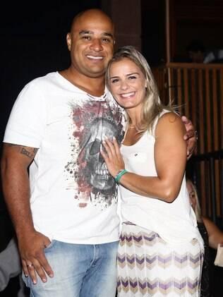 Milene Domingues e o namorado no show da cantora Ana Carolina, em São Paulo