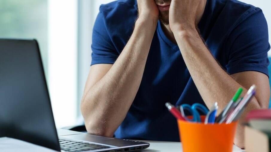 O trabalho remoto, embora tenha pontos positivos, trouxe também problemas que afetam a saúde física e mental dos trabalhadores