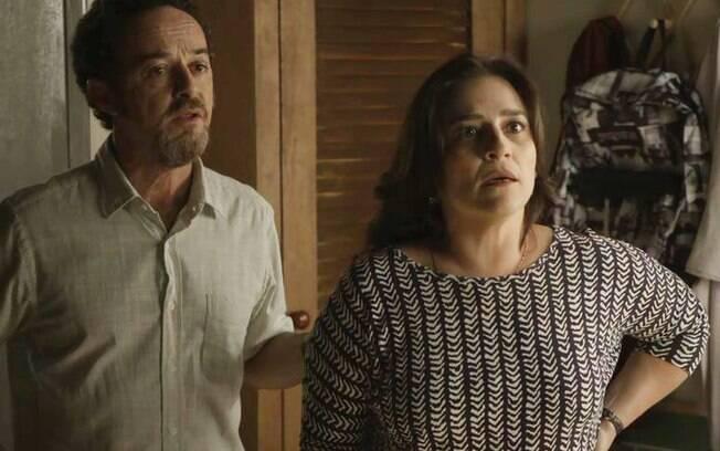 Os pais de Benjamin, Aline (Simone Gutierrez) e Caetano (Glicério do Rosário)
