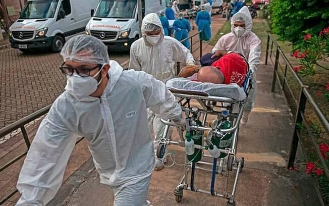 'Vi famílias dizimadas': relatos dramáticos da pandemia que deixou 400 mil mortos no Brasil