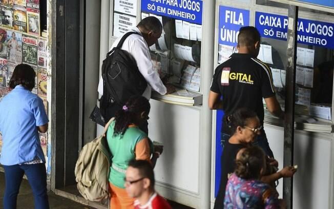 Aposta da Mega-Sena pode ser feita em qualquer uma das 13 mil casas lotéricas espalhadas pelo Brasil