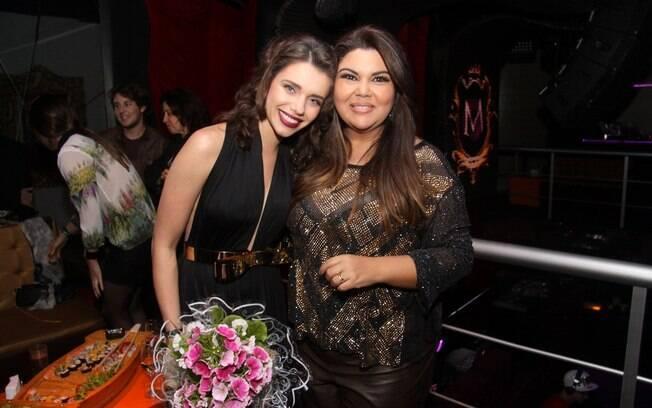 Bruna Linzmeyer, a interprete de Linda, fez questão de comparecer ao aniversário da colega de cena em 'Amor à Vida'
