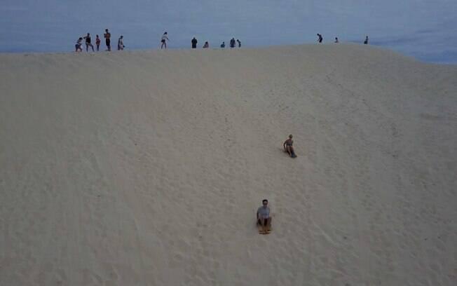 Os viajantes desceram as dunas da Joaquina