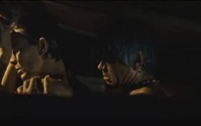 Daniel de Oliveira e Jackson Antunes em cena de incesto no filme