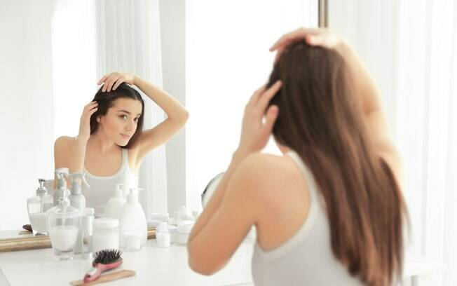 Se você sofre com a oleosidade, receitas para manter os cabelos hidratados podem ajudar a manter esse fator em equilíbrio