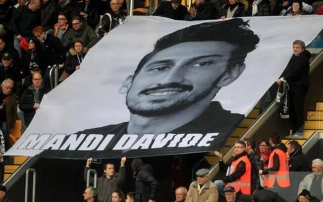 Faixa da torcida da Fiorentina em homenagem a Davide Astori