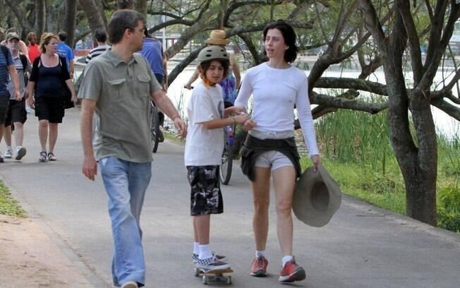 Andrucha Waddington e Fernanda Torres com o filho mais velho, Joaquim