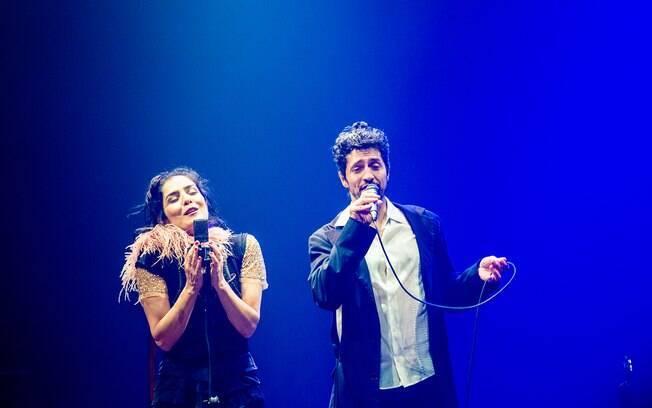 letícia Sabatella e Fernando Alves Pinto são Edith Piaf e Bertolt Brec em peça em cartazem São Paulo