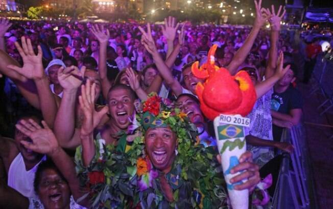 Homem foi para o Réveillon em Copacabana fantasiado no clima das Olimpíadas. Foto: Daniel Castelo Branco / Agência O Dia