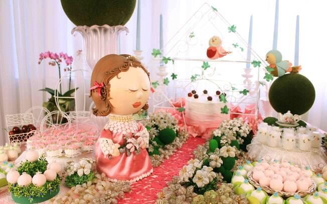 A princesa angelical é uma opção para quem quer decorar a festa da filha com um clima de conto de fadas, mas sendo diferente