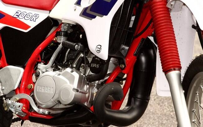 Motor dois tempos refrigerado a água na Yamaha DT 200R