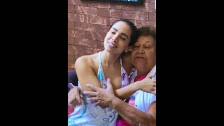 Anitta e Dona Maria Iza