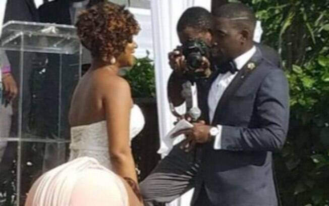 bumbum da noiva chama a atenção no casamento