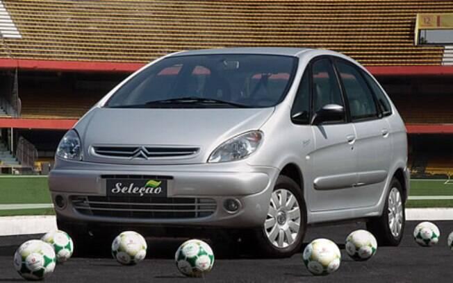 Citroën Xsara Picasso tinha DVD de teto entre os equipamentos. E bola oficial como brinde