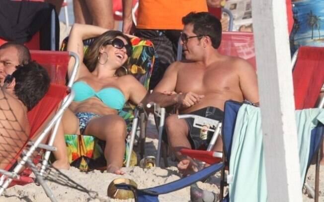 Mirella Santos e Ceará em praia carioca