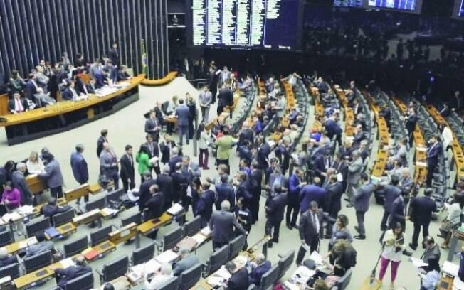 Senado aprovou a PEC que acaba com as coligações e cria cláusula de desempenho