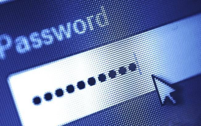 Uma das recomendações para evitar golpes na internet é utilizar senhas complexas, com números e caracteres especiais
