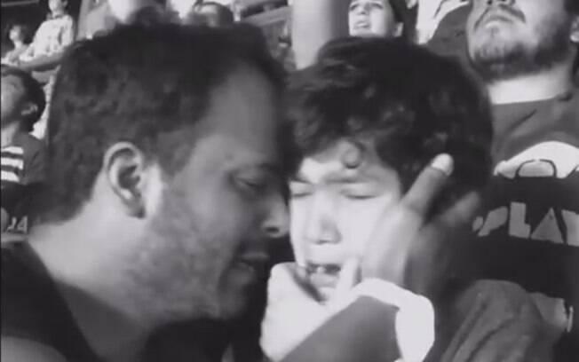 Luiz e o filho autista no show do Coldplay