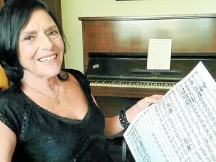 Didática.Claudia Cimbleris compilou um trabalho de quase 30 anos com sua Tabela, que oferece os requisitos básicos para a composiçao em 36 instrumentos