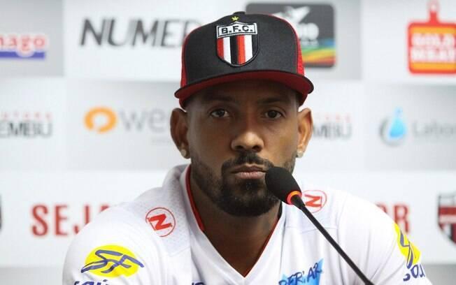 Ex-jogador do Botafogo-SP, Sport e CSA é acusado de roubo na Capital e Região Metropolitana