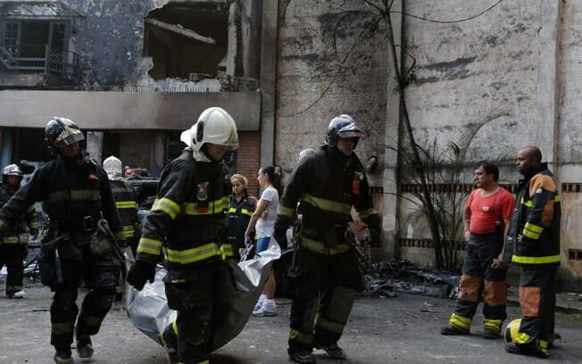 Casa na zona norte de São Paulo onde monomotor caiu, diexando 7 mortos, ficou totalmente comprometida. Foto: (Newton Menezes/Futura Pres - 19.3.16