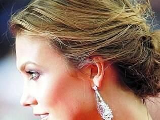 A top Karlie Kloss usou uma maquiagem bem leve com os olhos levemente iluminados e gloss marcante
