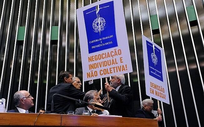 Câmara  aprovou no último dia 26 de abril o texto-base da reforma trabalhista que foi encaminhado para o Senado