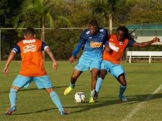 Júlio Baptista pede atenção a possíveis dificuldades, mas confia em potencial do Cruzeiro