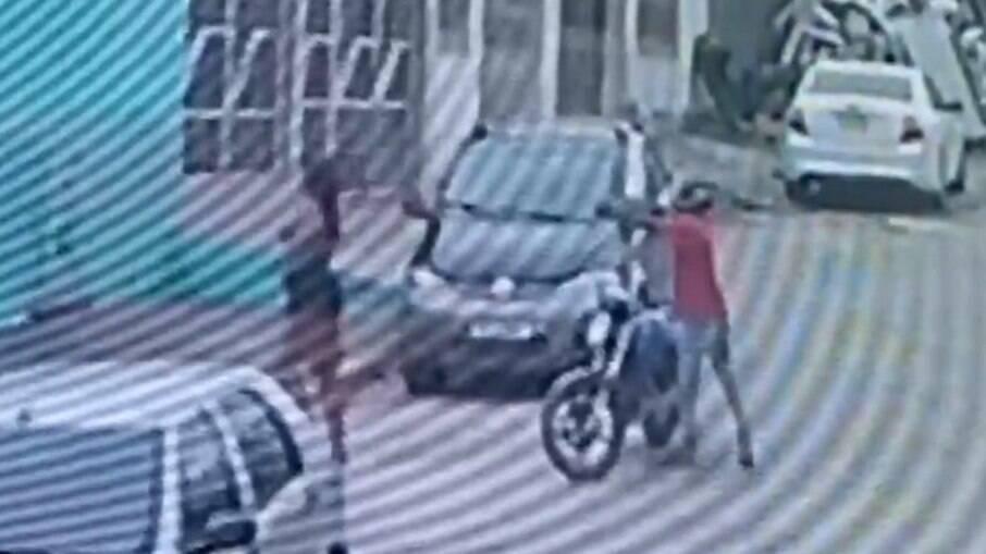 Câmera de segurança registra o momento exato em que dançarina é executada a tiros em Feira de Santana (BA)