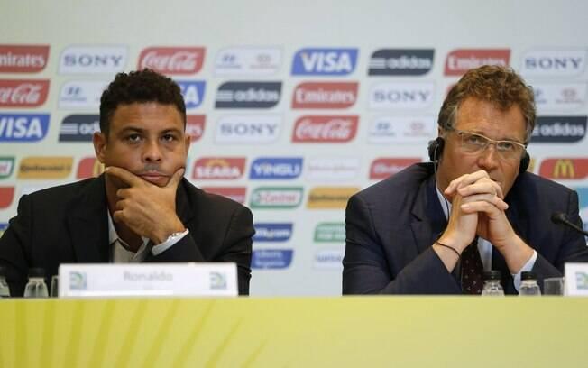 Ronaldo e Jérôme Valcke participam de  entrevista coletiva no Rio