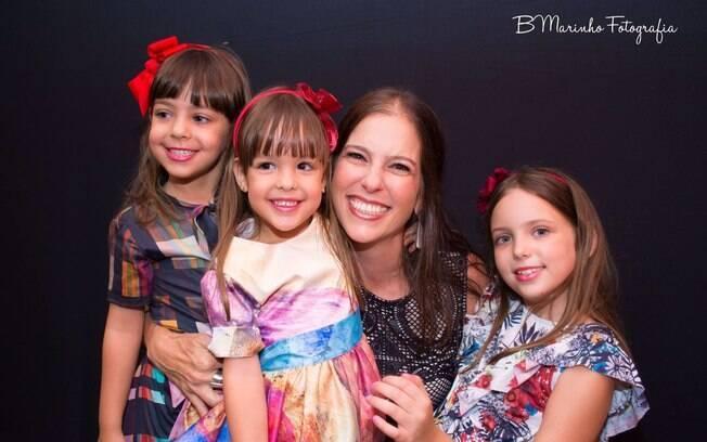 Viviane Rezende tem três filhas e concilia o trabalho como gerente de operações clínicas com a maternidade