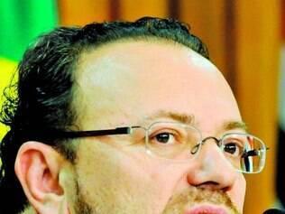 Tesoureiro de Dilma afirma que empresários ligam oferecendo doação