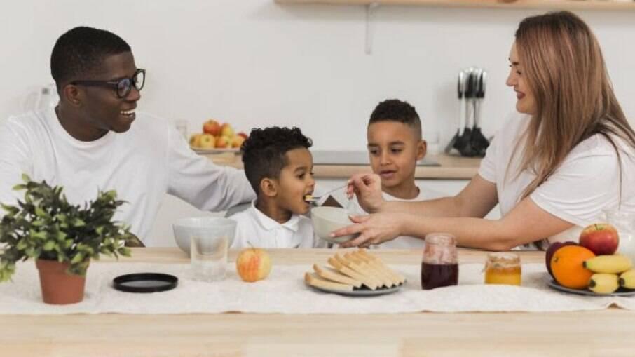 Educar o paladar das crianças pode evitar problemas de saúde