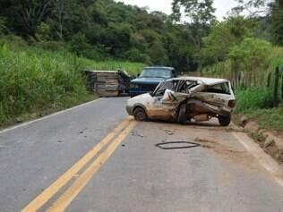 Carro do prefeito foi atingido após parar repentinamente na rodovia